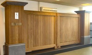 Forest Oudenaarde Stalen kader met verticale inleg afrormosia/padouk, afgewerkt met sierlijsten