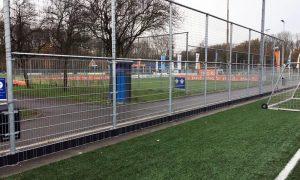 Voetbal ballenvanger met opsluiting voor rubber infill